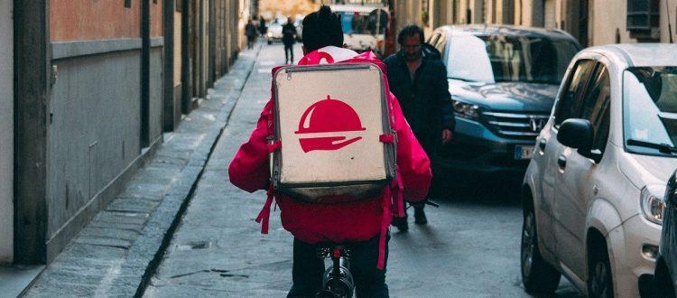ilustração entregador de pizza